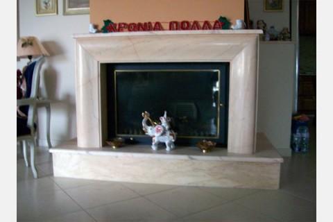 Επένδυση τζακιού με σκαλιστή κορνίζα από μάρμαρο Rosso Portogalo 1